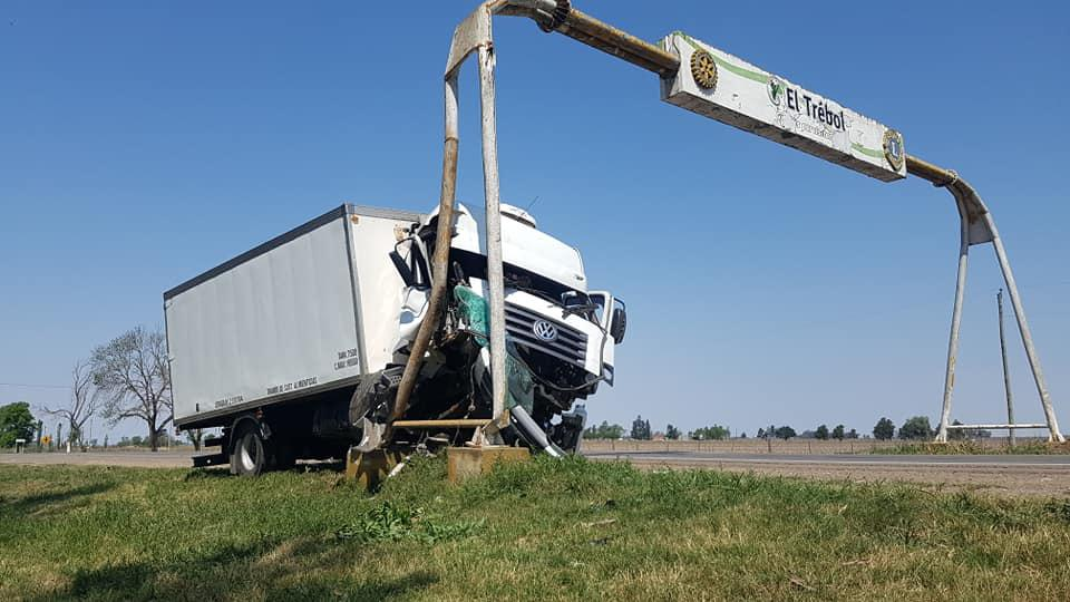 accidente-camion-cartel-el-trebol-main-2